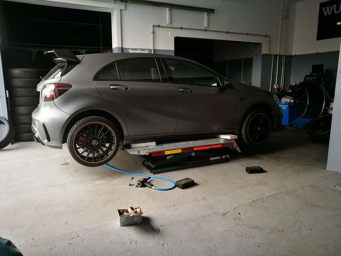 Wymiana opon w Mercedesie A AMG