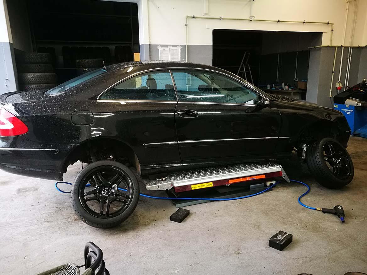 Wymiana opon w Mercedesie CLK AMG